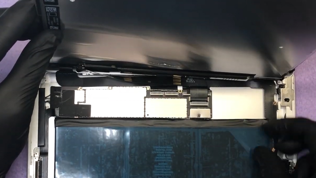 Замена аккумулятора на Ipad 1
