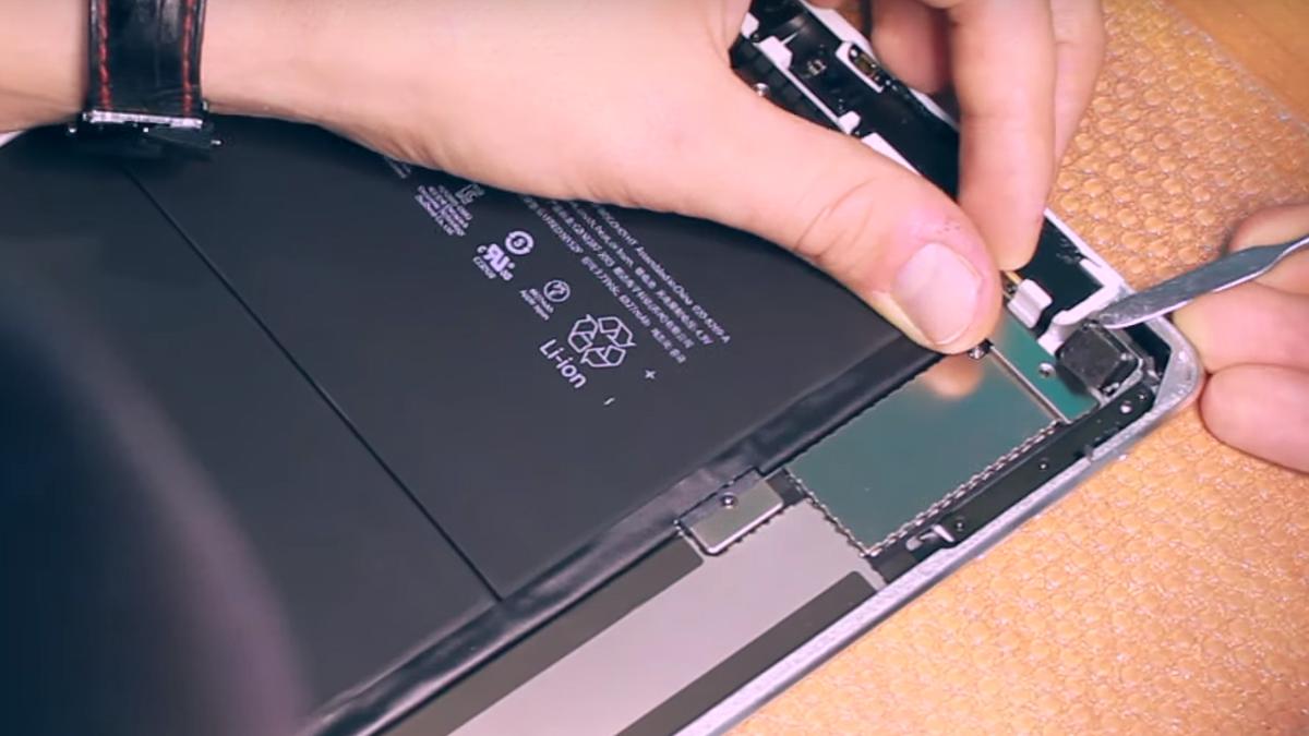 Замена основной камеры Ipad Air