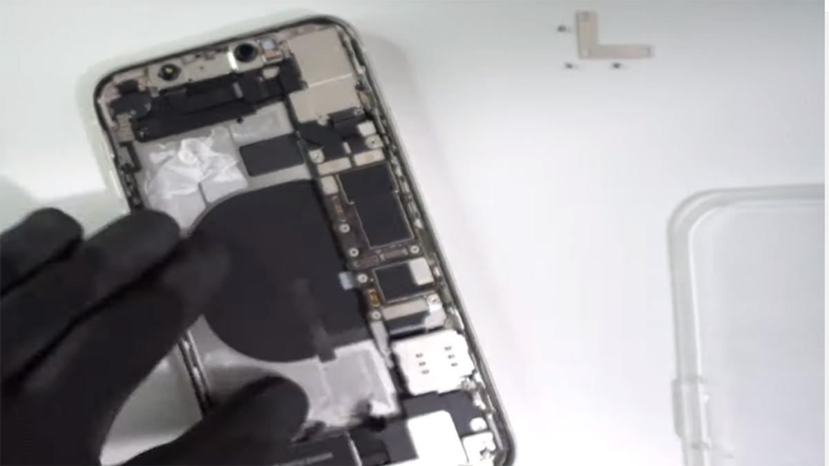 Замена корпуса на iPhone 11