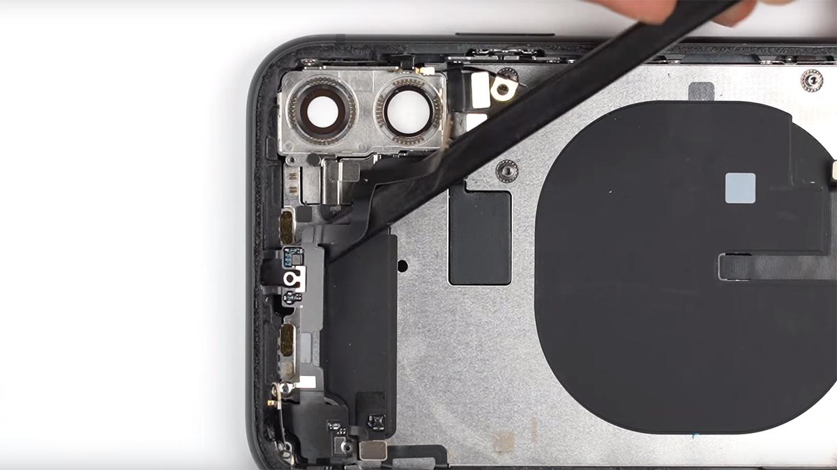 Замена шлейфа голосового динамика на iPhone 11