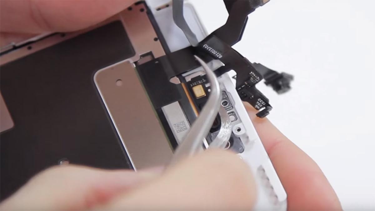 Замена шлейфа голосового динамика на iPhone 6S Plus