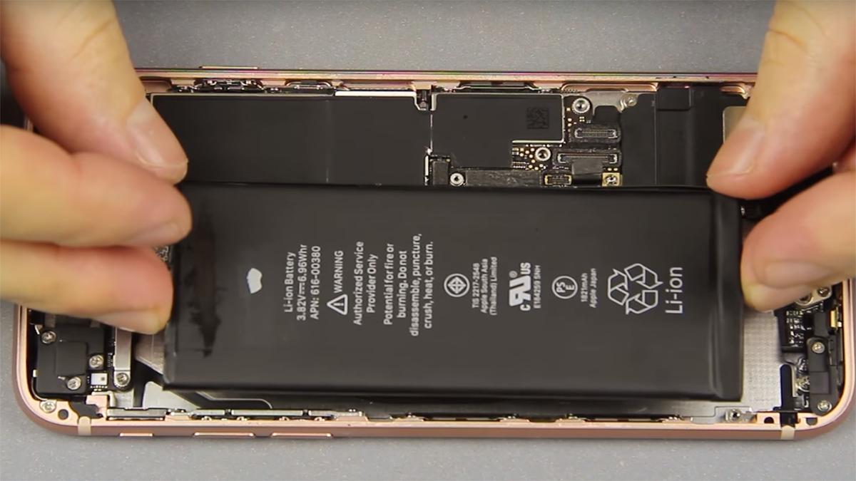 Замена аккумулятора на iPhone 8