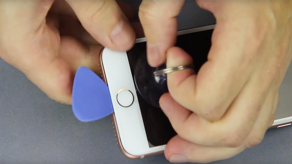 Замена дисплея на iPhone 8