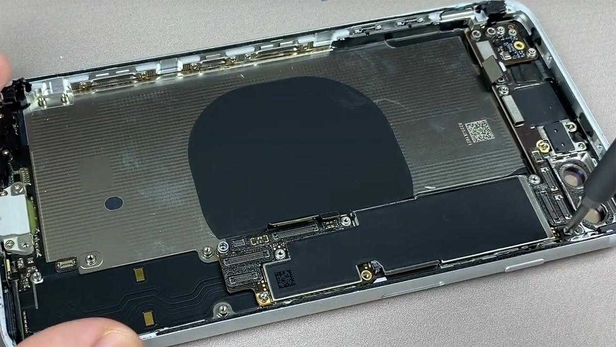 Замена корпуса на iPhone 8