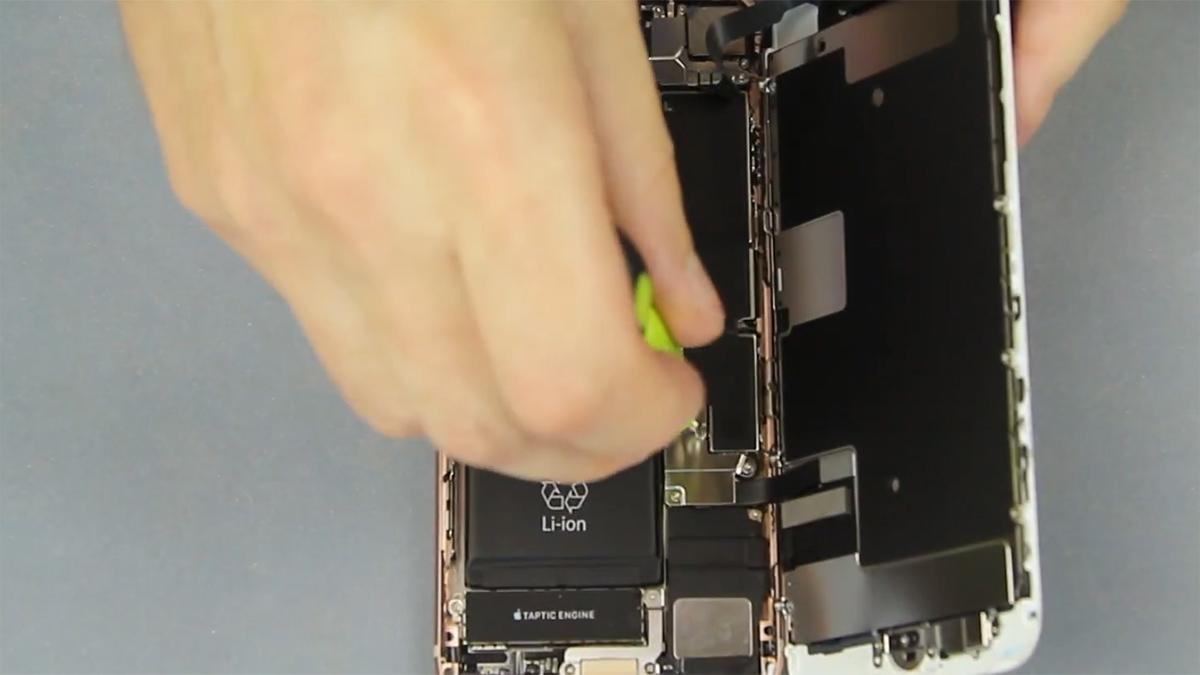 Замена шлейфа голосового динамика на iPhone 8