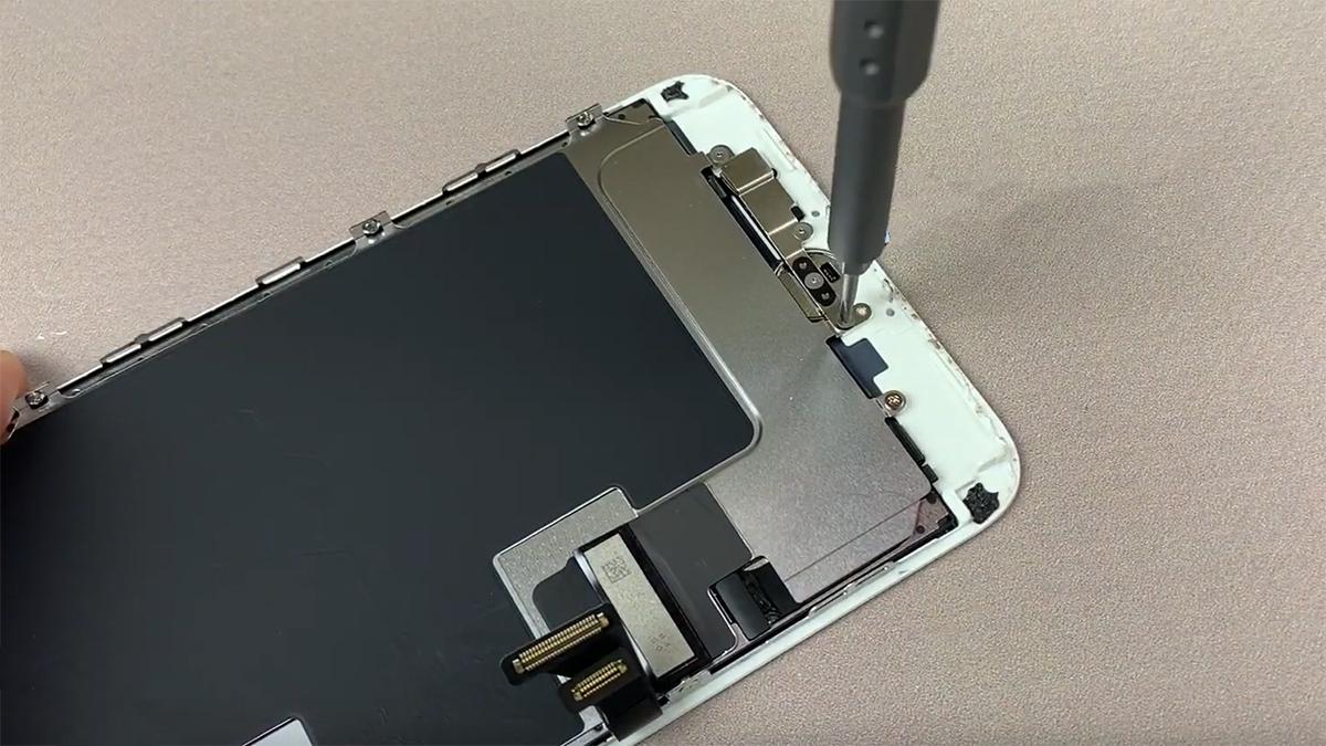 Замена микрофона на iPhone 8 Plus