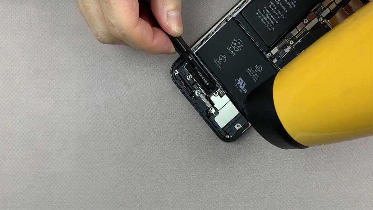 Замена шлейфа голосового динамика на iPhone X