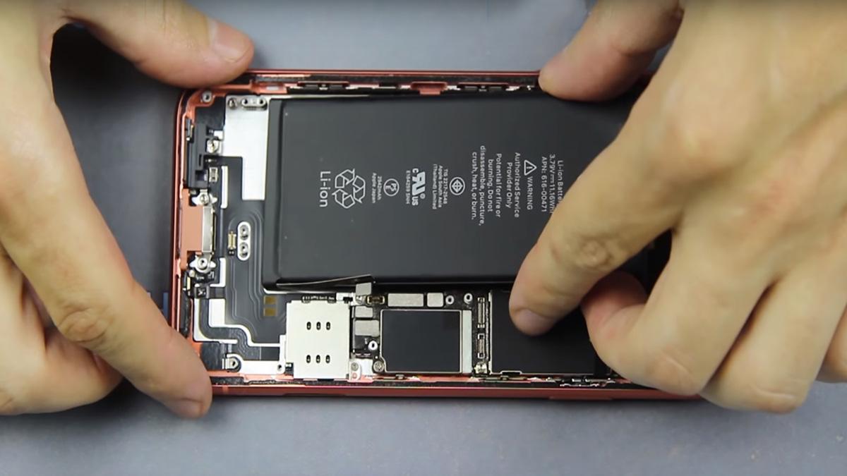 Замена аккумулятора на iPhone XR