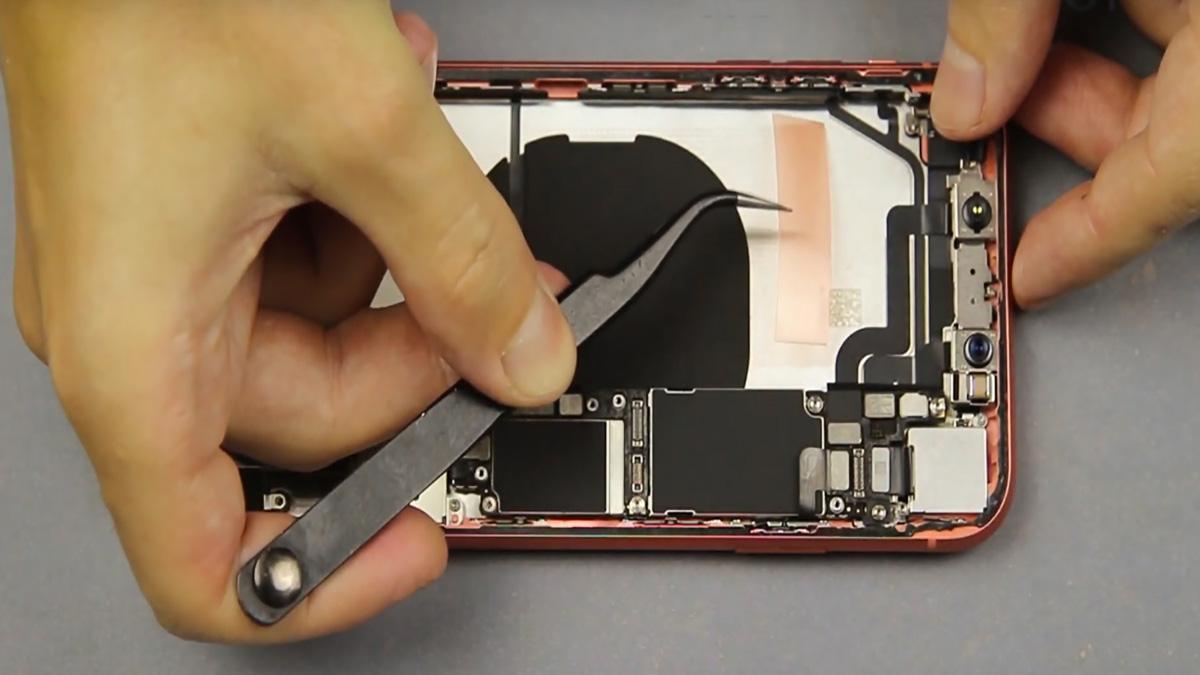 Замена кнопки громкости на iPhone XR