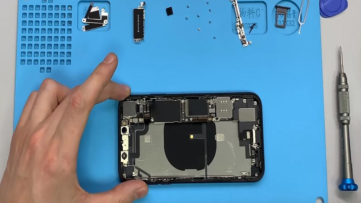 Замена корпуса на iPhone XR