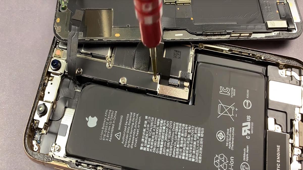 Замена шлейфа микрофона на iPhone XR