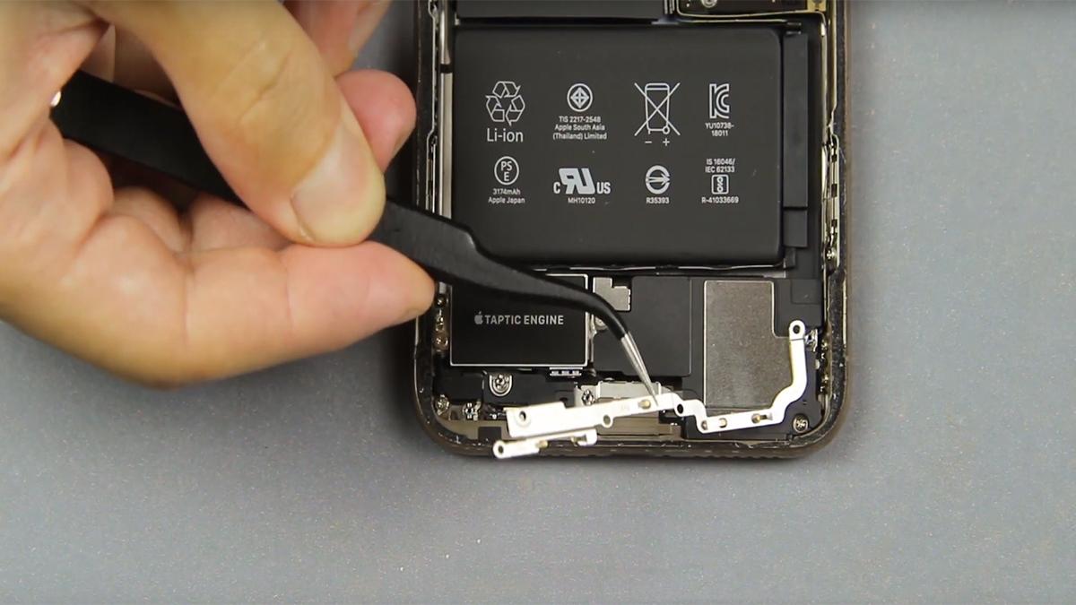 Замена аккумулятора на iPhone XS Max