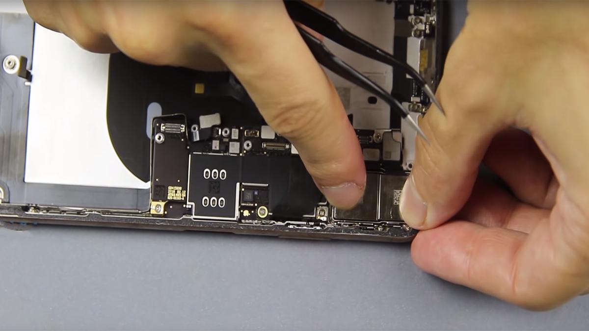 Замена корпуса на iPhone XS Max